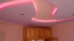 Розов Делфин, няколко нива картон и скрито лед осветление от Гипсокартон